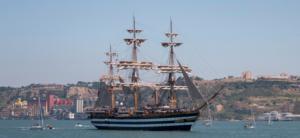 Paseo en barco al atardecer en Lisboa